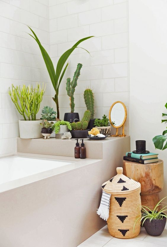 urban jungle woontrend in de badkamer met natuurlijke materialen
