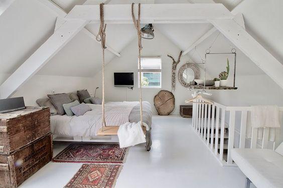 bijzondere slaapkamer zolder met schommel
