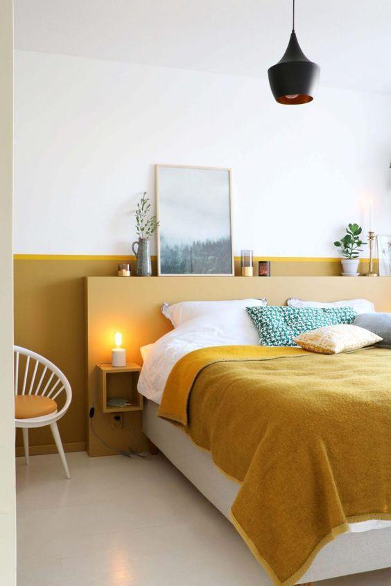 slaapkamer met okergeel kleur