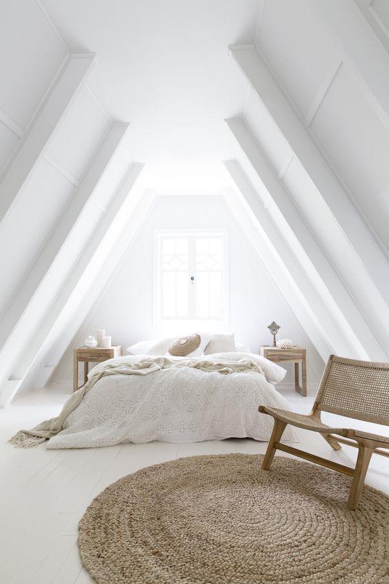 slaapkamer op zolder wit